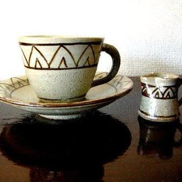 黒牟田焼・鉄絵文コーヒーカップ、皿、ミルクピッチャー5客セット  :未使用新品