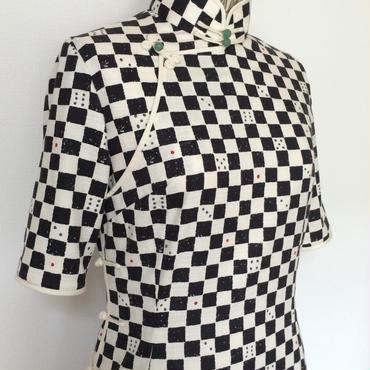 サイコロ柄のチャイナ・ドレス