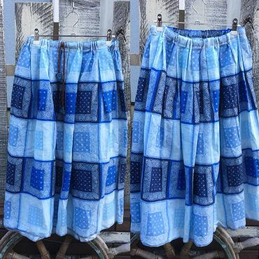 ブルー系バンダナ柄スカート