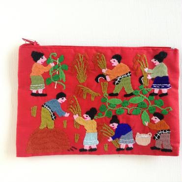 ラオス モン族の手刺繍ミニファスナーポーチ 農村の生活風景(赤)05