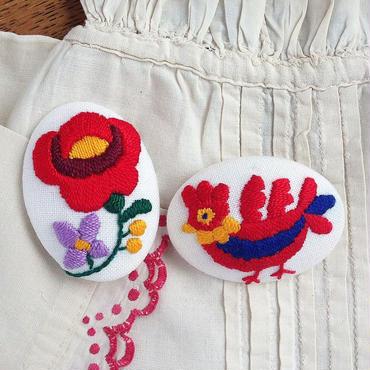 ハンガリー刺しゅう ブローチキット 鳥とバラ オーバル