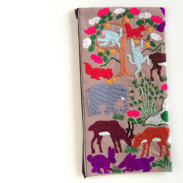 ラオス モン族の両面手刺繍ファスナーポーチ 動物の楽園(ベージュ)08