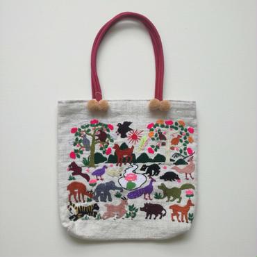ラオス モン族の手刺繍トートバッグ 動物の楽園(赤の持ち手)