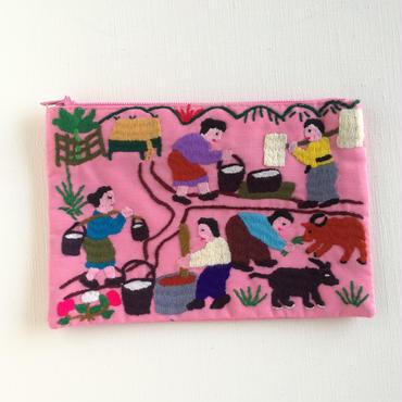 ラオス モン族の手刺繍ミニファスナーポーチ 農村の生活風景(ピンク)06