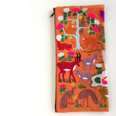 ラオス モン族の両面手刺繍ファスナーポーチ 動物の楽園(オレンジ)02