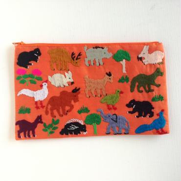 ラオス モン族の手刺繍ファスナーポーチ 動物の楽園(オレンジ)01