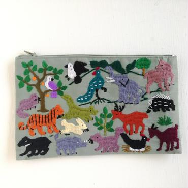 ラオス モン族の手刺繍ファスナーポーチ 動物の楽園(カーキ)05