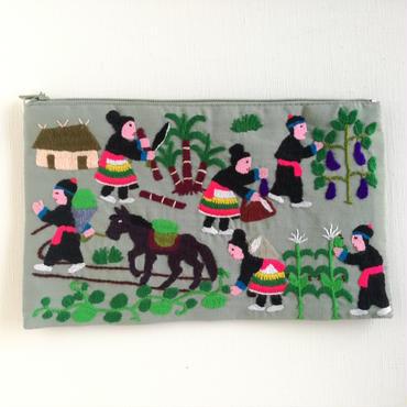 ラオス モン族の手刺繍ファスナーポーチ 農村の生活風景(カーキ)12
