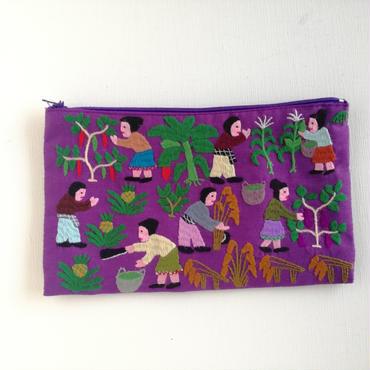 ラオス モン族の手刺繍ファスナーポーチ 農村の生活風景(紫)10