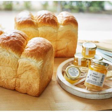 【2本+3個入】こだわり食パン1本+ゴマとさつまいものほっこり食パン1本+アピディス蜂蜜3個(各30g)