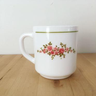 アルコパル バラのブーケ柄のマグカップ
