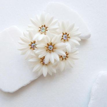 ホワイトフラワーの花束ブローチ : Coro / ヴィンテージ・コスチュームジュエリー