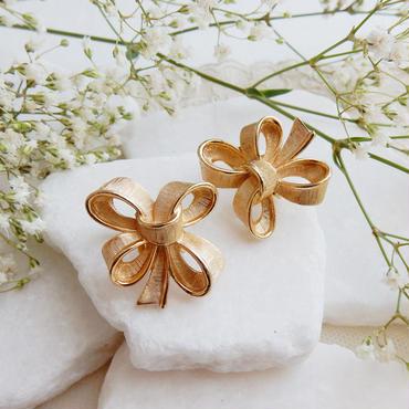 金色リボンのイアリング  :  Trifari / ヴィンテージ・コスチュームジュエリー