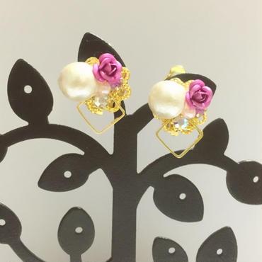 ☆sale☆バラ&コットンパールのスクエアフープイヤリング