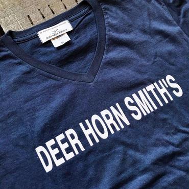 DEER HORN SMITH'S VNECK TEE