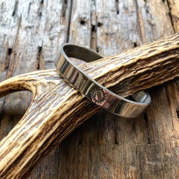 NATIVE SPIRIT / SINGLE STAMPED BRACELET HAWK FEATHER