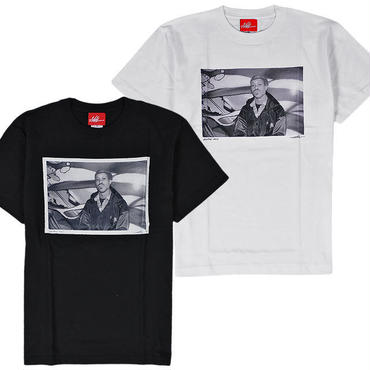 """7UN430 7UNION × ASH HUDSON セブンユニオン × アッシュハドソン コナート フォトTシャツ """"GURU"""" ブラック、ホワイト  ICASH-013T"""