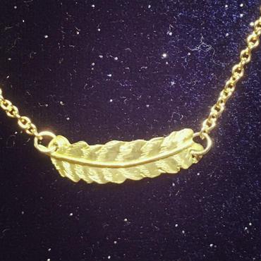 シマフクロウの羽ネックレス(真鍮)