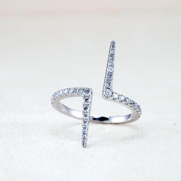 BRISKER  K18ホワイトゴールドダイアモンドリング