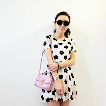 海外インポートセレクト韓国ブランドホワイト×ブラックフラワーモチーフミニワンピースドレス白