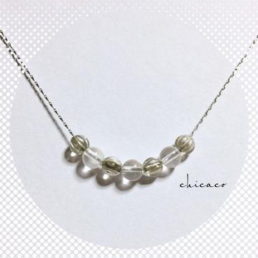 天然石水晶とチェコメロンのクリアなネックレス silver