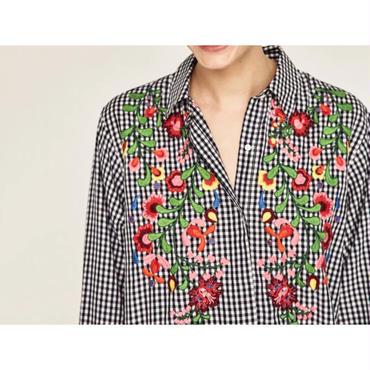 ブロックチェック花柄刺繍ブラウス