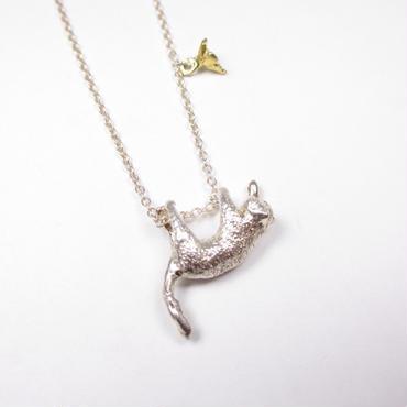 HOASHI YUSUKEの銀色の猫のネックレス