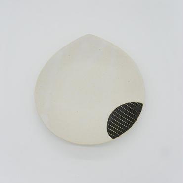 【パンとごはんと...】掻き落としの陶器 BEAN PLATE black