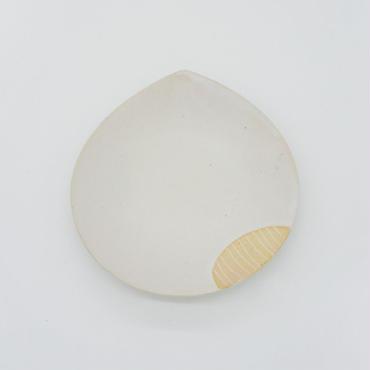【パンとごはんと...】掻き落としの陶器 BEAN PLATE cream