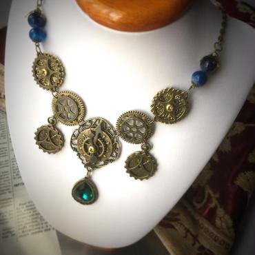 150807 クリスタルと天然石と歯車と時計盤のネックレス