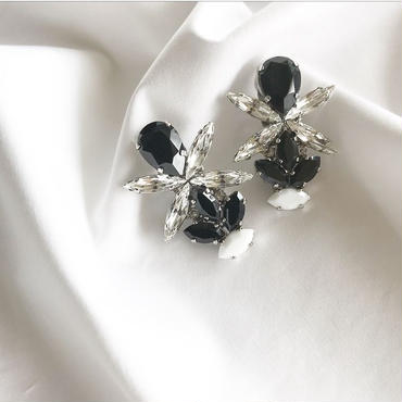 black crystal pierce earring