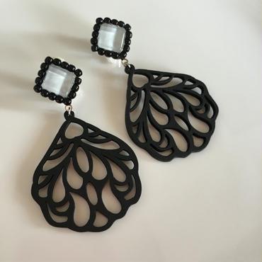 Black  wood  pierce  earring