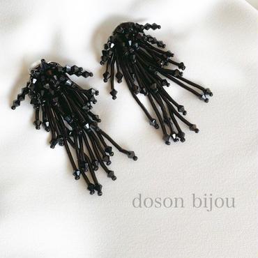 bees tassel pierce earring