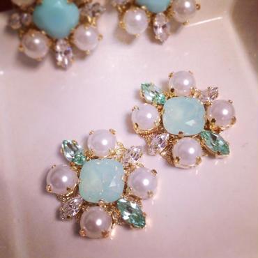 Mintgreen Pearl Pierced earring