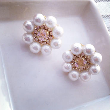 Cotton pearl flower pierced earring