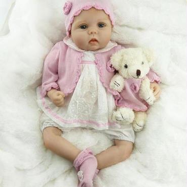 リボーンドール 赤ちゃん人形 ベビー人形 ベビードール 海外ドール リアル ハンドメイド 綿ボディ クマさんと一緒の女の子