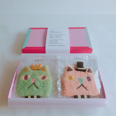 2/12発送:pink&greenネコ(クッキー2枚、ギフトボックス入り)