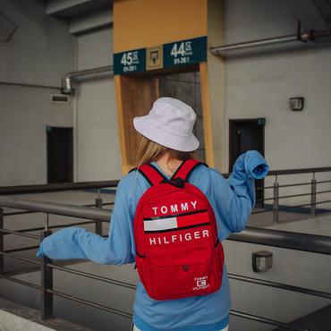 新品  大人気 Tommy Hilfiger トミーヒルフィガー リュックパック 鞄 バッグ 男女兼用 赤 可愛い