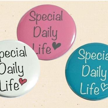 松本英子 Special Daily Life ロゴ入り缶バッジ