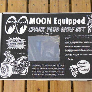 ムーン イクイップド ロゴ ブラック プラグ ワイヤー セット V8 90度  - Taylor Vertex製  MQTA2442