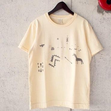 【SALE】BLURHMS〈ブラームス〉 Pigment Dye Graffiti Native Tee・Tシャツ YELLOW/BEIGE