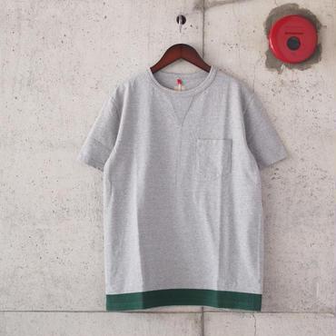 FOB FACTORY〈エフオービーファクトリー〉 US COTTON TUBE POCKET T-shirt/print (F7096) GREY green print