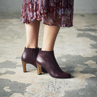 METALLIC HEEL BOOTIE BORDEAUX