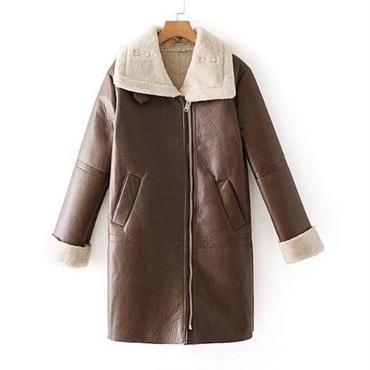 フェイクレザー&ボア生地で暖か スタイリッシュコート