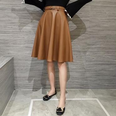 着やせ効果も♪フレアラインが綺麗なレザー調スカート