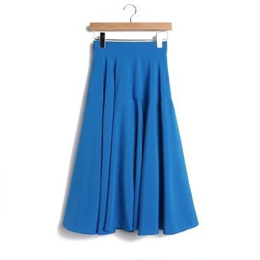 鮮やかなブルーが綺麗なミモレ丈美フレアスカート