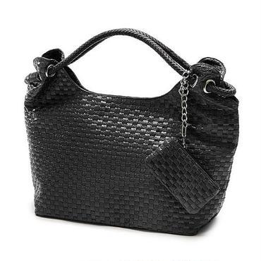 たくさんのポケットが便利♪使いやすい大容量バッグ