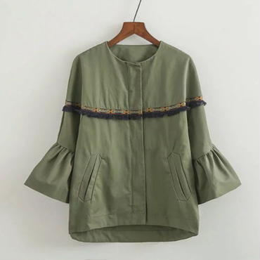 刺繍ラインが可愛いフレアスリーブジャケット