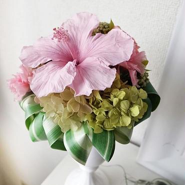 お好きな花瓶に入れられる「ハイビスカスブーケ」