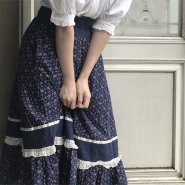 navy flower patternd skirt